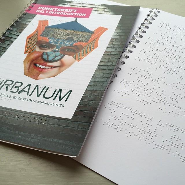 Bild på kompendium med punktskrift.