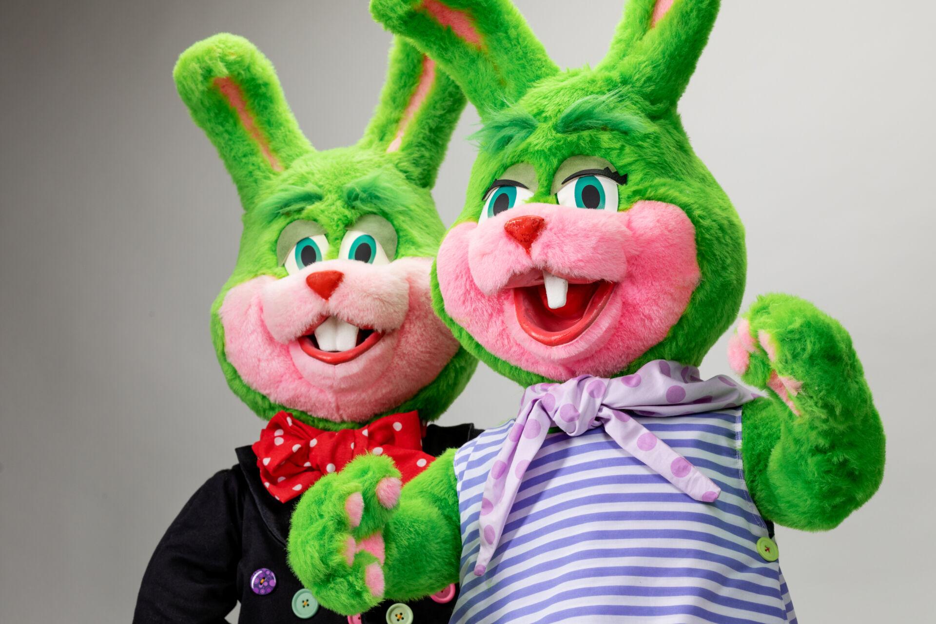 Två gröna Lisebergskaniner