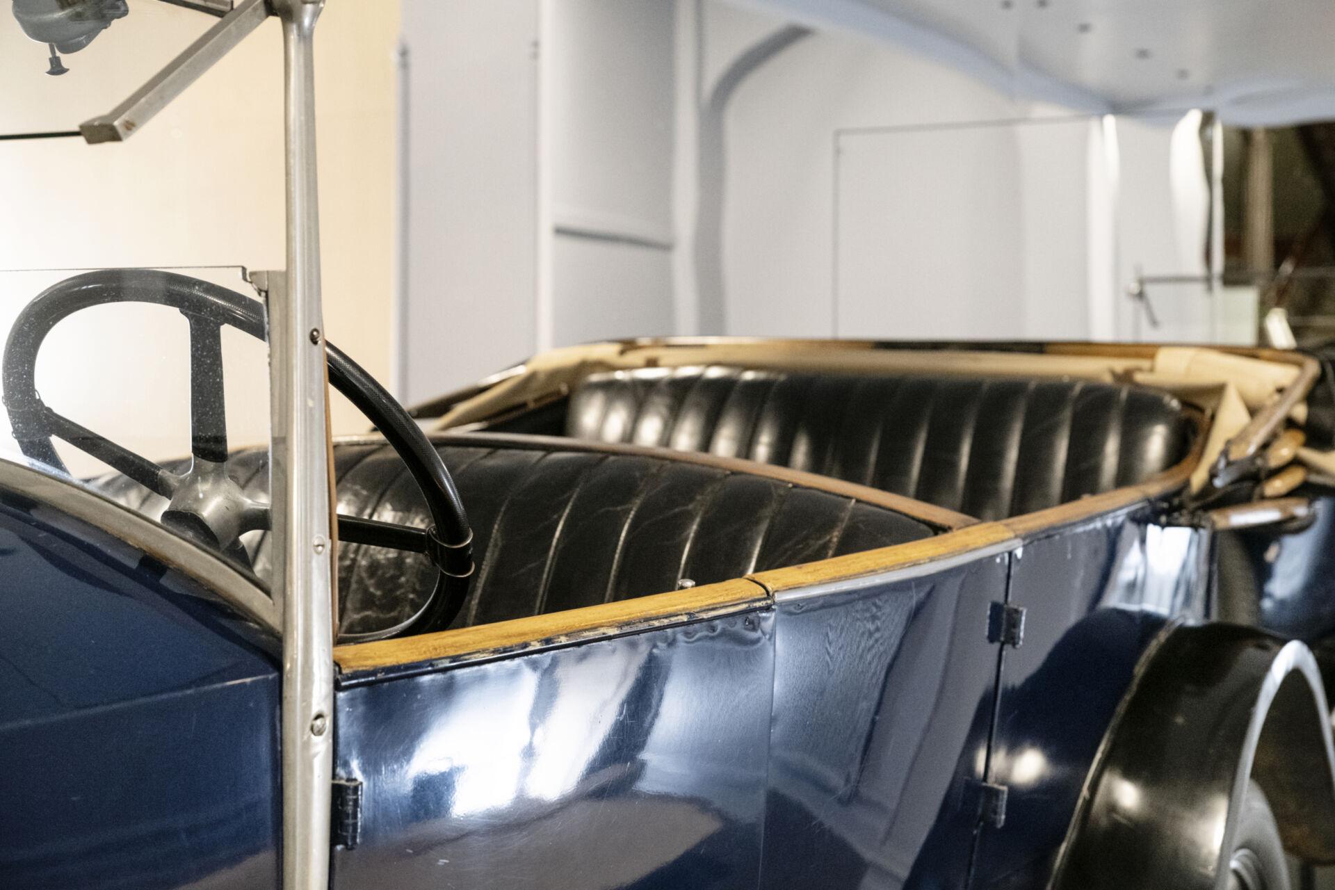 Volvo från 1926, blå kaross, skinnklädsel